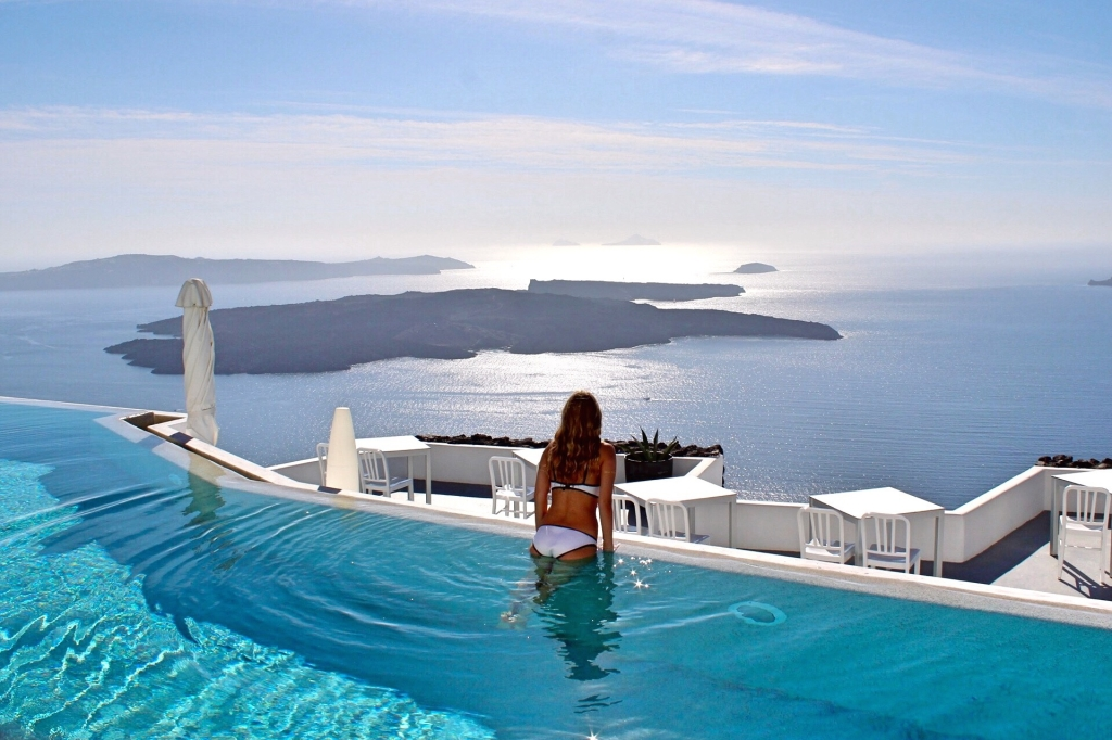 Pilotmadeleine santorini grace hotel santorini for Hotels in santorini with infinity pools